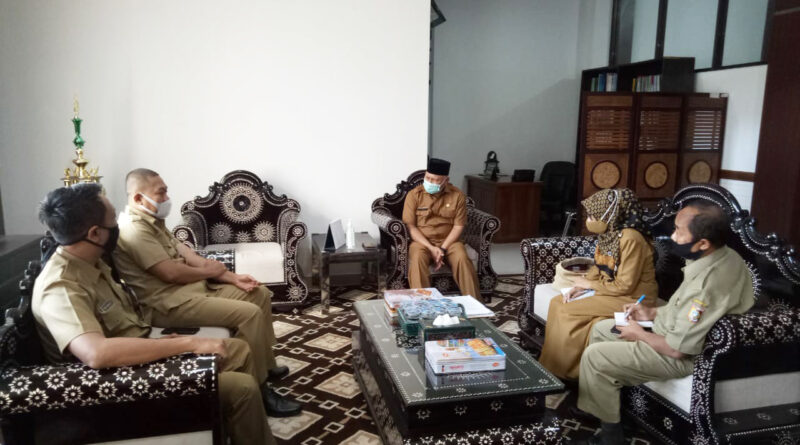 Pagi ini Kepala Dinas PM & PTSP Provinsi NTB, Ir. H. Mohammad Rum, MT. bersilaturahmi dengan Bupati Lombok Timur